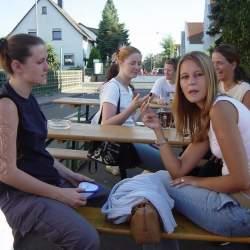 2003: Kerbsonntag nach dem Umzug durch Griesheim vor der Kibar/ Donauschwabenhof